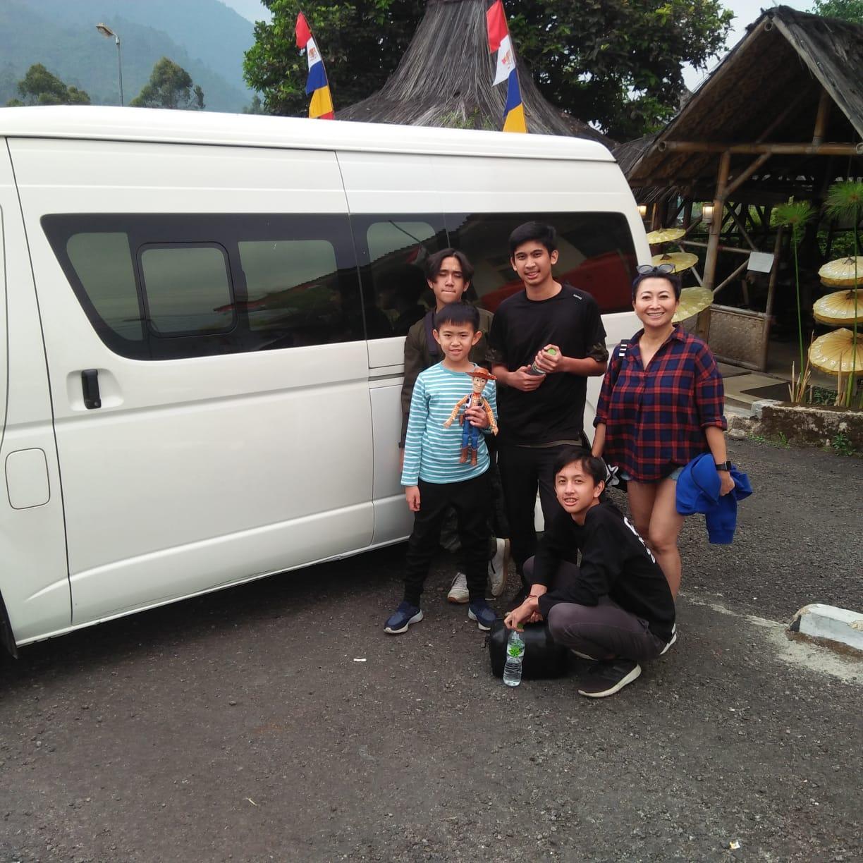 Indy Barends dan keluarga jalan-jalan ke Ciwidey Bandung
